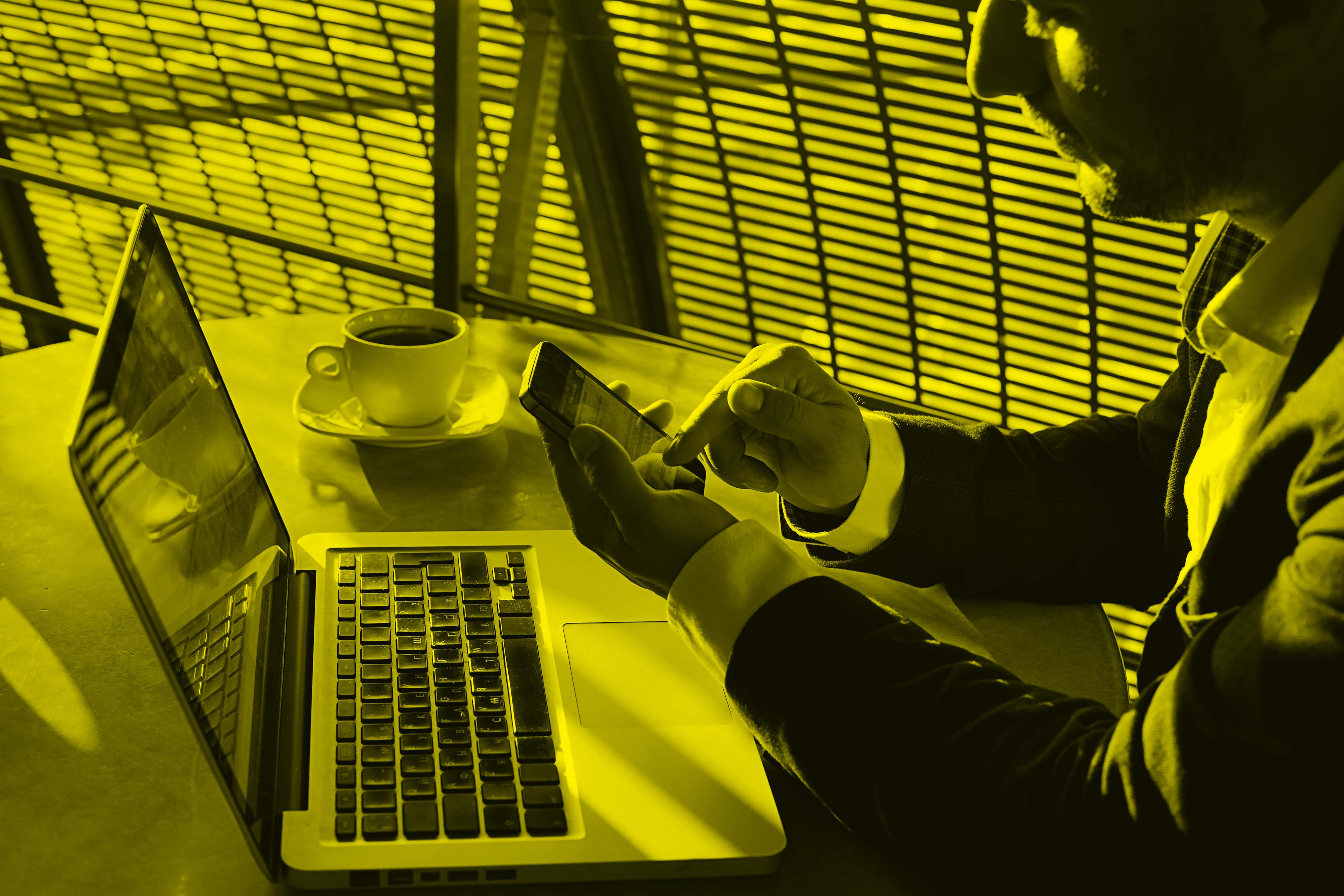 Man_Coffee_Laptop_Cell_yellow.jpg